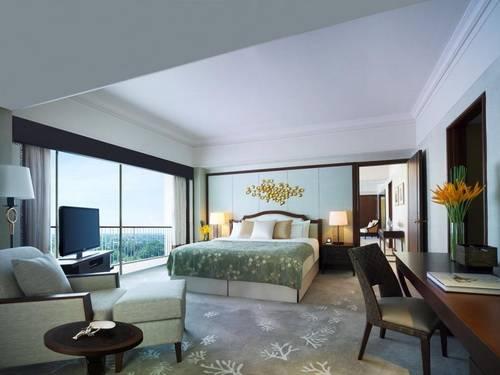 Mactan Shangri-La Suite Bedroom