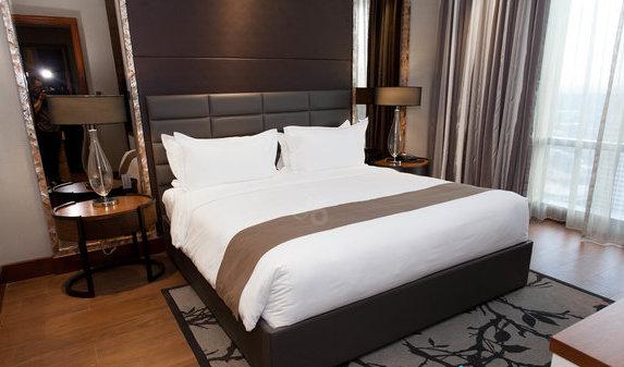 two-bedroom-204-sqm-loft-suite--v12233044-576